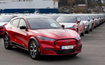 Ford Norge har nå levert ut sin første Mustang Mach-E til kundene, og lover et høyt utleveringstempo i de kommende ukene. (Fotos: Ford)