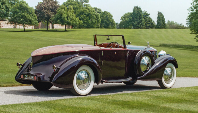 Coachbuilding ga noen særdeles vakre biler, som denne Rolls-Royce Phantom II Continental Drophead Coupé fra 1934 med et yacht-dekk. (Foto: Rolls-Royce/André Blaze)