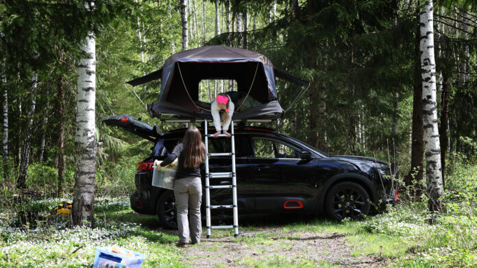 Mange skal på bilferie denne sommeren, og da er det være smart å gjøre bilen klar for langturen. (Foto: NAF)