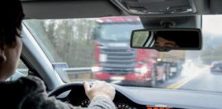 Dessverre er det mange som stryker på førerprøven, og Vegvesenet anbefaler alle som skal førerkortet i sommer om å øvelseskjøre mest mulig. (Foto: Statens vegvesen)
