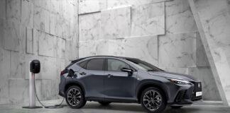Lexus har oppgradert SUV-modellen NX, og nå kommer den som aller første Lexus-modell også som en ladbar hybrid. (Fotos: Lexus)