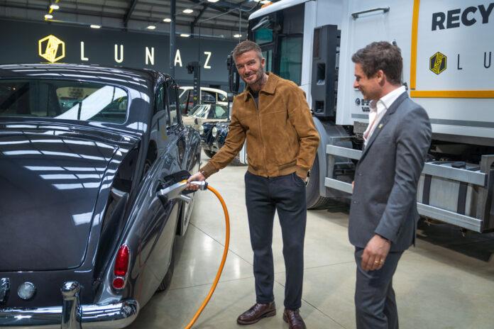 David Beckham er nå medeier i et selskap som gir klassiske britiske biler nytt liv ved å elektrifisere dem. (Fotos: Lunaz)