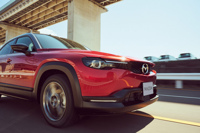 Mazda MX-30 får snart besøk av andre utslippsfrie modeller, for det japanske merket kjører på med en ny elektrifisert satsing. (Fotos: Mazda)