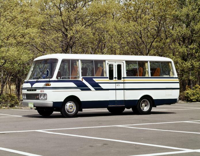 Mazda har av alle ting også laget en buss med en rotasjonsmotor. (Fotos: Mazda)