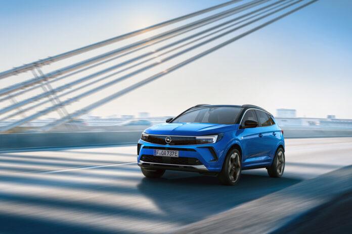 Opel har klar en ny generasjon av Grandland, som nå mister X'en i modellbenevnelsen men får nattsyn. (Fotos: Opel)