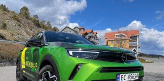 Vi har testet Opel Mokka-e, en av flere biler laget på den samme plattformen til den franske PSA-gruppen. (Fotos: Nybiltester)