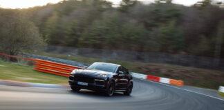 Porsche har luftet en ny ytelsesversjon av Cayenne rundt Nordschleife, og det gikk så fort unna at den nå offisielt er den raskeste SUV-modellen rundt banen. (Fotos: Porsche)