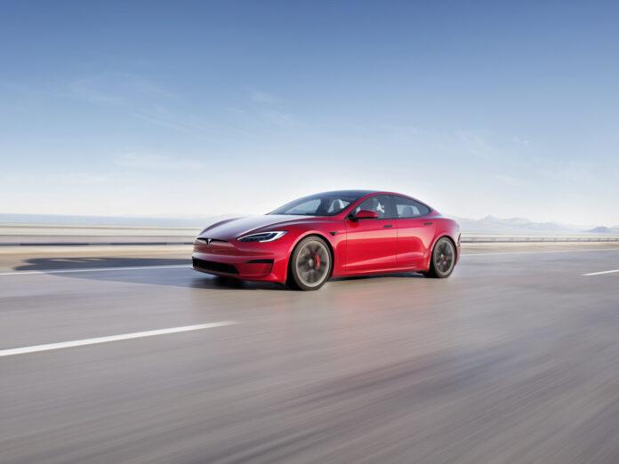 Nå begynner leveringene av Tesla Model S-utgaven som klarer 0-100 km/t på rundt vanvittige 2 sekunder. (Fotos: Tesla)