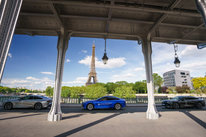 En Toyota Mirai rullet over 1.000 kilometer rundt i Paris-området uten påfylling. (Fotos: Toyota)