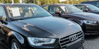 Om det går som Samferdselsdepartementet ønsker, trenger man ikke lenger å skru av skiltene om kjøretøyene er midlertidig avregistrert. (Foto: Bil24)