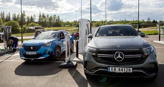Det er fortsatt stor forskjell på andelen som er positiv til å kjøpe seg en elbil neste gang de handler bil, viser nye tall. (Foto: NAF)