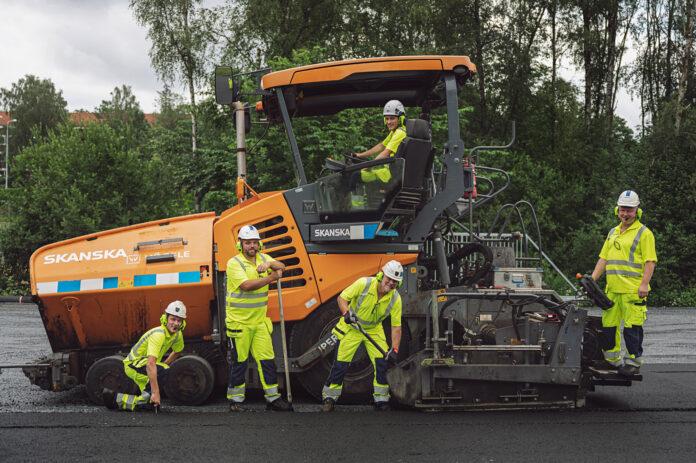 Her legges det for første gang en klimanøytral asfalt i Norge. (Fotos: Benjamin A. Ward, Skanska)