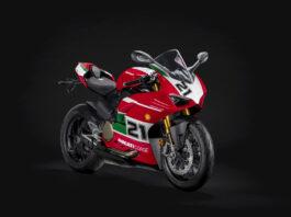 Ducati hyller nå føreren som tok VM-tittelen i Superbike i 2001, og som har klart noe ingen andre har klart verken før eller etter. (Fotos: Ducati)