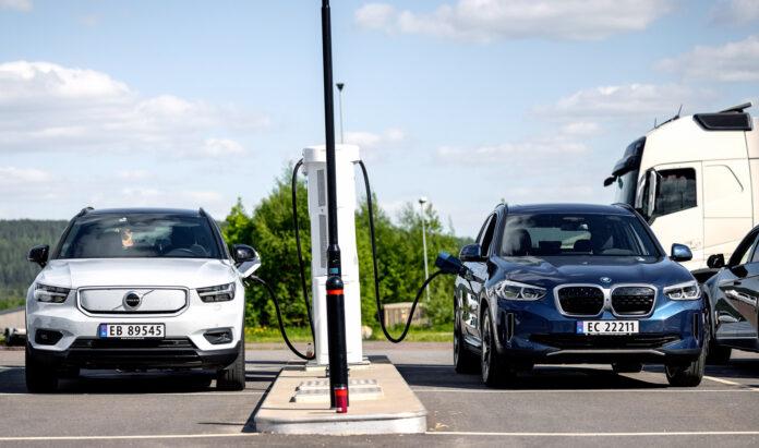 Det lønner seg ikke å hurtiglade elbilene over 80 prosent. (Foto: NAF)