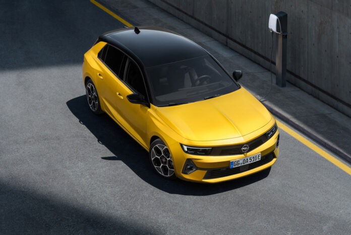 Opel har klar en ny generasjon av Astra, og denne kommer også som ladbar hybrid. (Fotos: Opel)