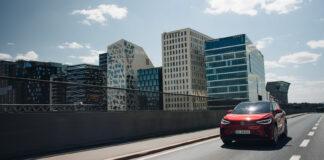 Mange venter på den nye Volkswagen ID.4 GTX, men for en del kan ventetiden blir litt lengre enn først antatt. (Fotos: Volkswagen)