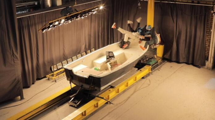 En video viser at bråstopp med båt i 20 knop kan være svært dramatisk. (Fotos: Løftblikket.no)