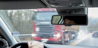 Norges blir stadig et mer trafikksikkert land, og har nå rekordfå dødsulykker. (Illustrasjon: Statens vegvesen)