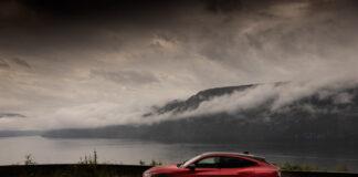 Ford Mustang Mach-E ble den mest registrerte nybilen i juli, og Ford forventer et fortsatt godt salg av elbilen. (Fotos: Ford)