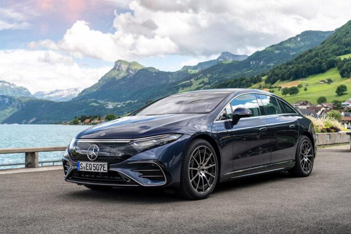 Mercedes EQS er nå klar for salg, og prisen presser seg under millionen for den rimeligste utgaven. (Fotos: Mercedes)