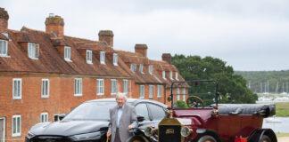 91 år etter at Harold Baggott kjørte en T-Ford, fikk han teste en Ford Mustang Mach-E. (Fotos: Ford)