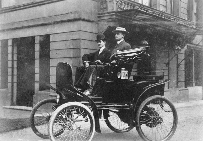 For 121 år siden mente Charles Rolls at elbiler var framtiden. Men så var det dette med å få ladet disse bilene, da. (Fotos: Rolls-Royce)