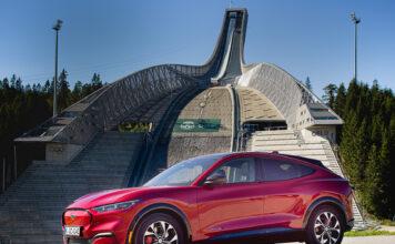 Det ruller mange Ford Mustang Mach-E rundt i Oslo, og nå passerer også elbilene dieselbilene i antall biler i hovedstaden. (Foto: Ford)