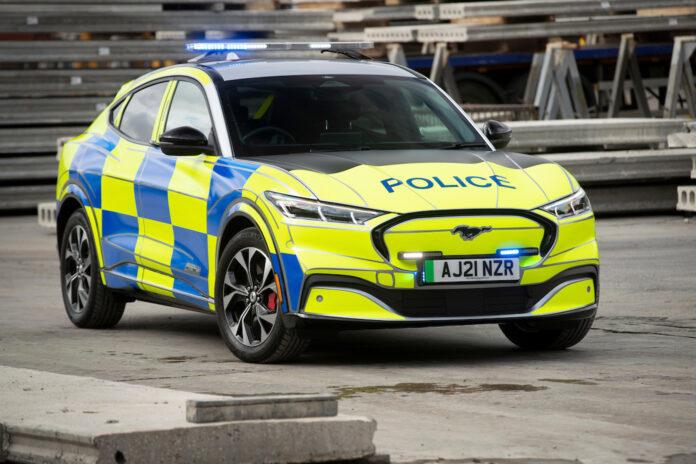 Dette kan bli et ganske vanlig syn i England. Ford har nemlig utviklet et konsept hvor de har gjort Mustang Mach-E om til en politibil. (Fotos: Ford)