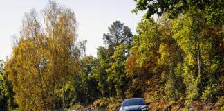 Det er høst, og snart skal mange ferske elbilister ut på høstferie med sin nye elbil. Da er det greit å få med seg noen tips på veien. (Foto: NAF)