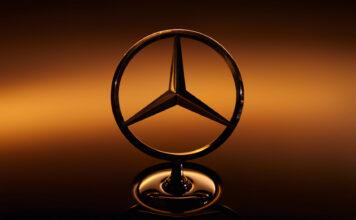 Mercedes har kjøpt seg inn en svær batteriprodusent. (Fotos: Daimler)