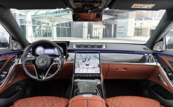 Mercedes nye S-klasse har selvkjørende egenskaper, og nå kommer biler som får lov til å kjøre av seg selv i visse situasjoner. (Fotos: Daimler)