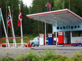 Denne flotte og gamle bensinstasjonen er et populært mål for fotografer. (Fotos: Bil24)