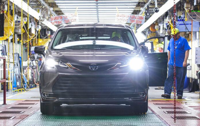 Et nytt forslag rundt elbil-incentiv i USA kan dele opp de ansatte i bilindustrien i to grupper. (Foto: Toyota)