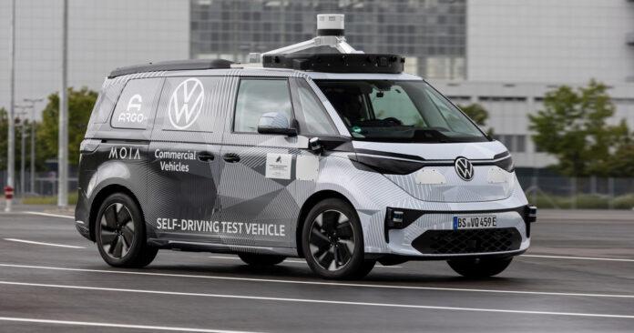Her er en selvkjørende Volkswagen ID. Buzz, en bil som skal være klar for åpne veier innen 2025. (Foto: VAG)