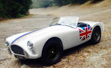 AC Cars skal fokuserer på elbiler, men har klar en bensindrevet AC Ace som hedrer sportsbilen som satte merket på kartet på 1950-tallet. (Fotos: AC Cars)