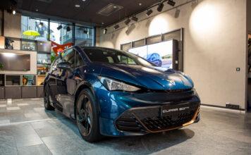 Her er Cupra Born endelig på plass i Norge. Neste uke blir første mulighet til å sjekke den kommende elbilen nærmere ut. (Fotos: Cupra)