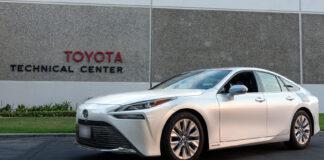 Denne hydrogenbilen rullet langt over 1.000 kilometer før tanken var tom. (Fotos: Toyota)